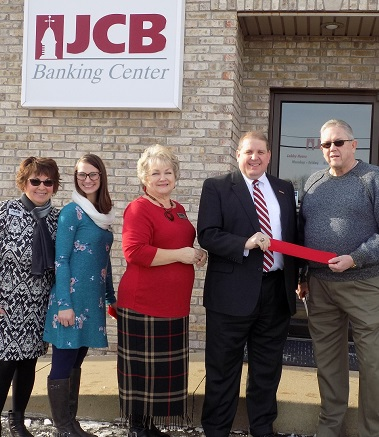 CEO cuts ribbon at North Vernon office